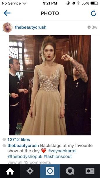 dress cream zeynep kartal im the us something similar prom