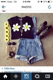 t-shirt,shorts,sunglasses,jewels,sunflower