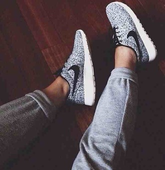 shoes grey nike sneakers floral roshe runs nike floral print roshe run