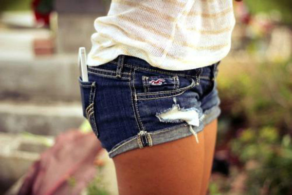 shorts summer girl shirt t-shirt beautiful perfect gsm phone jeans shoes blue jeans creamy shirt short dark blue hollister ripped shorts spring break coat denim blue jean shorts