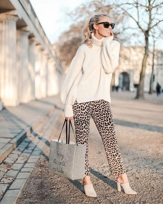sweater white sweater leopard print pants printed pants turtleneck turtleneck sweater sunglasses bag shoes mules blogger topshop