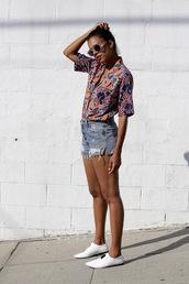 style me grasie,blogger,shorts,sunglasses,round sunglasses,grey shorts,white sneakers,floral top,orange,short sleeve,printed shirt,distressed denim shorts