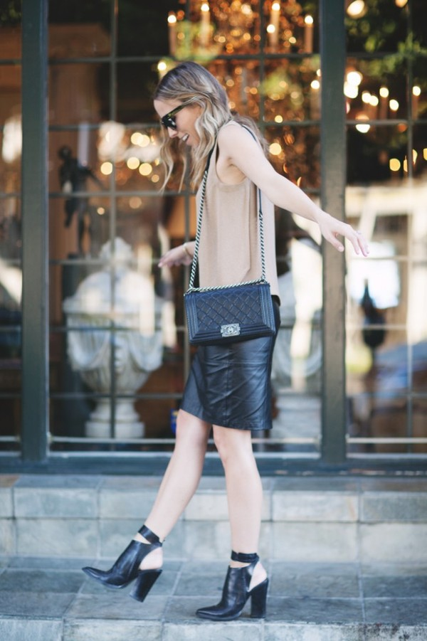 damsel in dior skirt t-shirt shoes