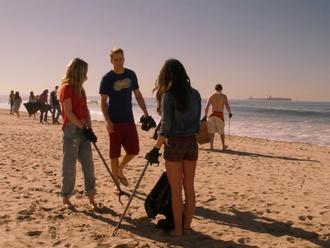 jeans gillian zinser 90210 shirt