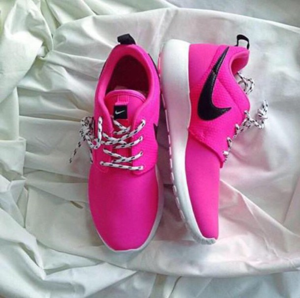 shoes hot pink nike roshe runs
