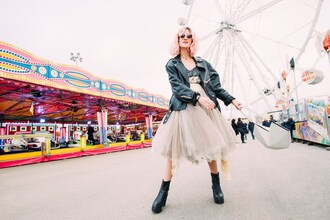 mikuta now blogger 80s style tulle skirt chunky boots perfecto pink hair