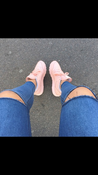 shoes sportswear pink tumblr outfit nike shoes reebok hot nice girls sneakers pastel sneakers sneakers pastel pink pastel urban pastel pink boy shoes customized nike pink shoes jeans dope style beautiful rebok adidas nike sneakers rebook peach pants blue ripped knees