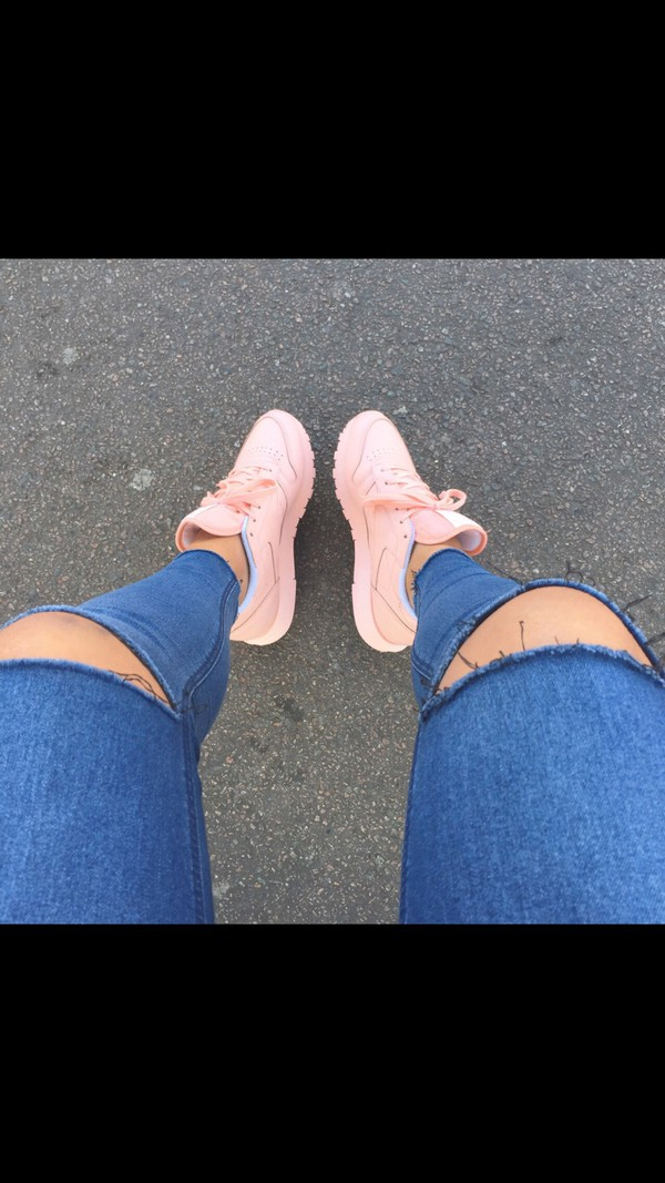 shoes sportswear pink tumblr outfit nike shoes Reebok pink hot nice girls sneakers pastel sneakers sneakers pastel pink pastel urban pastel pink boy shoes customized nike pink shoes jeans dope style beautiful rebok adidas nike sneakers rebook peach pants blue ripped knees