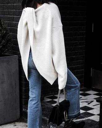 sweater tumblr white sweater open back backless backless sweater oversized sweater oversized jeans denim blue jeans flare jeans bag black bag chain bag gucci gucci bag dionysus