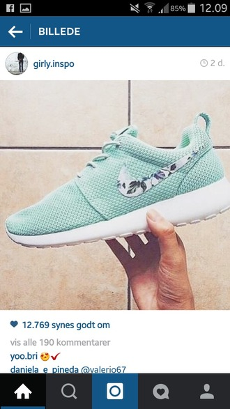 shoes blue or coral nike roshe run coral floral roshe run