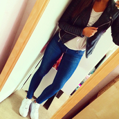 jacket,biker jacket,leather jacket,leather,cute outfits,jeans,nike,nike air force 1,mirror,selfie