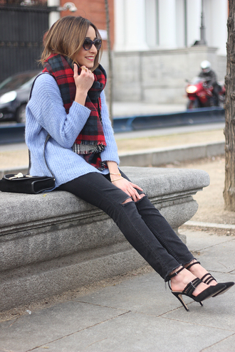 besugarandspice blogger tartan scarf knitted sweater light blue black heels