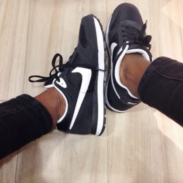 shoes black shoes black and white nike shoes running shoes running sneakers nikes