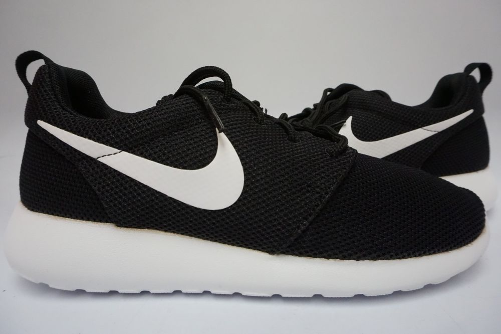 nike roshes black white