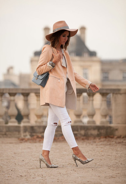 lovely pepa blogger bag white ripped jeans ripped jeans white beige stilettos nude