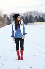 dress corilynn,blogger,wellies,winter jacket,down jacket,denim shirt,winter outfits,hunter boots,quilted vest,denim,blue shirt,beanie