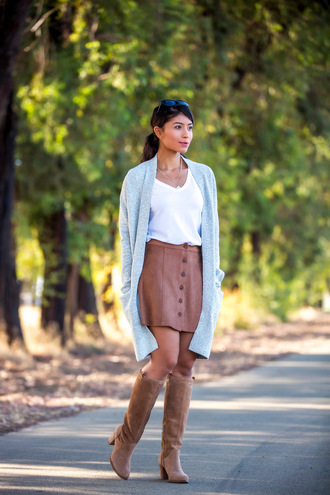 shoes white t-shirt grey cardigan brown leather skirt brown boots blogger