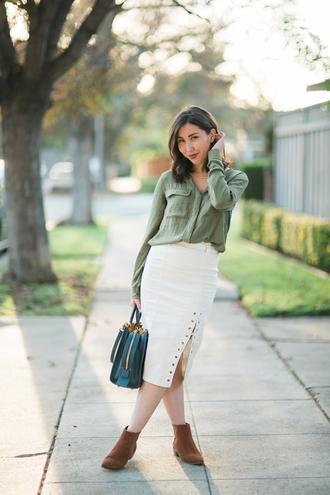 readytwowear blogger skirt shirt shoes white skirt ankle boots midi skirt handbag