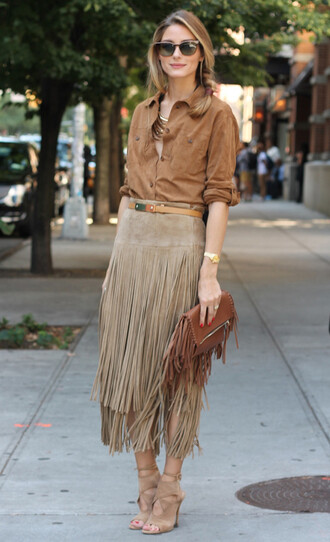 skirt suede shirt office outfits olivia palermo celebrity brown shirt shirt suede skirt brown suede skirt fringe skirt sandals nude sandals bag fringed bag brown bag sunglasses