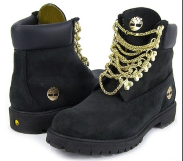 shoes timberlands and gold chain