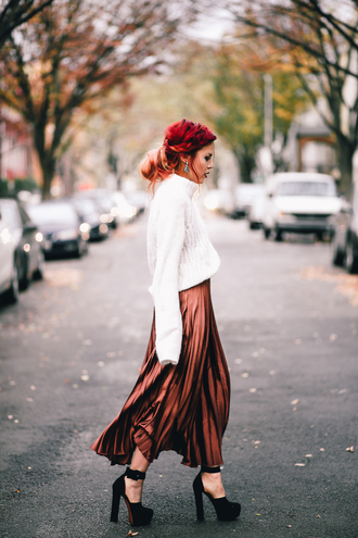 le happy blogger sweater skirt shoes jewels white sweater turtleneck sweater pleated skirt midi skirt high heel pumps pumps fall outfits