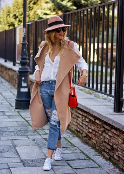 let's talk about fashion ! blogger hat white shirt camel coat red bag ripped jeans white blouse beige coat