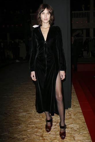 dress velvet velvet dress alexa chung milan fashion week 2016 fashion week 2016 sandals