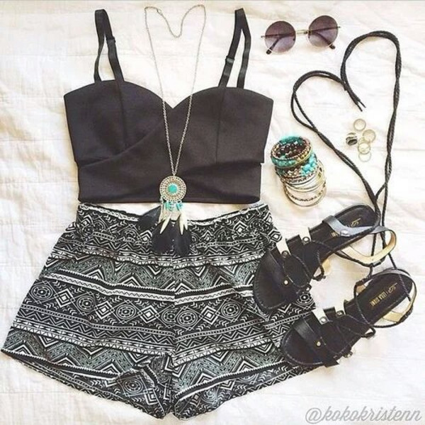 jewels necklace xx shorts black and white tribal shorts black crop top black crop top black and white shorts tribal shorts black dreamcatcher sunglasses pattern aztec necklace blouse shirt shoes sandals strappy dreamcatcher necklace turquoise jewelry top gemstone pendant dress summer outfit tumblr outfit spring crop tops bustier jewelry tribal pattern tribal printed shorts boho chic bohomenian hipster bustier crop top High waisted shorts boho patterns shorts summer holidays summer outfits printed shorts
