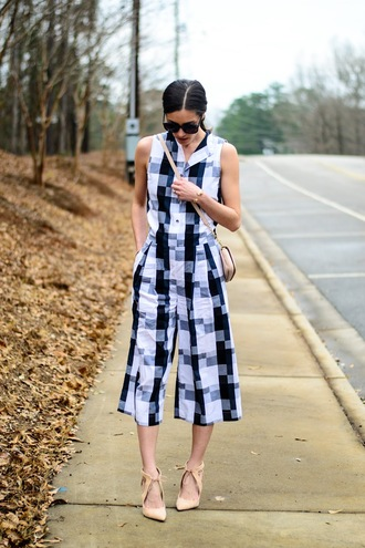 book of leisure blogger jumpsuit black and white nude heels black sunglasses spring outfits