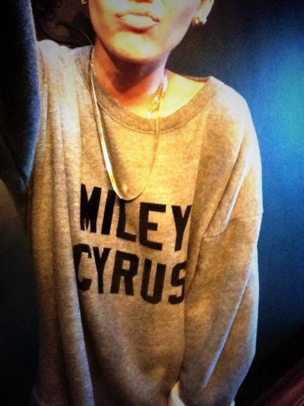 sweater miley cyrus grey cute baggy oversized jewels grey sweater miley cyrus miley cyrus sweater teacher miley cyrus sweatshirt