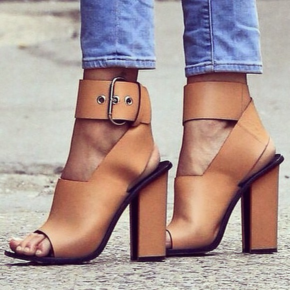 open toes chunky buckle