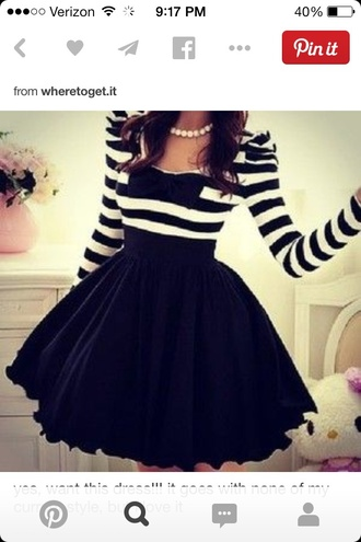 dress striped black and white shirt with black skirt