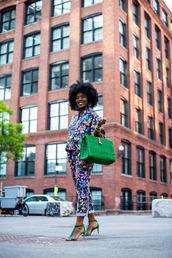 shoes,sandals,green sandals,jacket,pants,print,bag,green bag,sunglasses,earrings