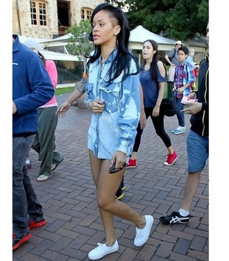 shirt rihanna robyn navy vogue jeans denil
