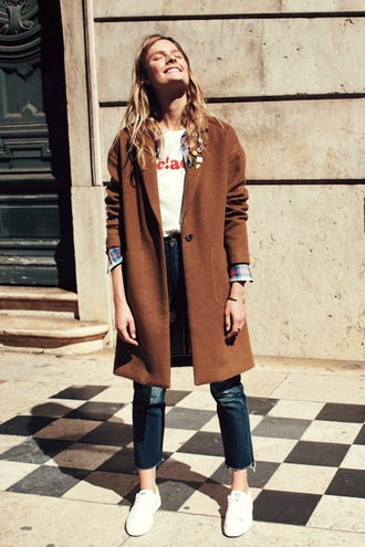 le fashion image blogger rust fall coat graphic tee shirt frayed denim white sneakers fall outfits back to school