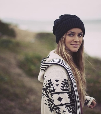 jacket clothes black and white beanie aztec hat blouse norway black white aztec sweater sweater white casual comfy