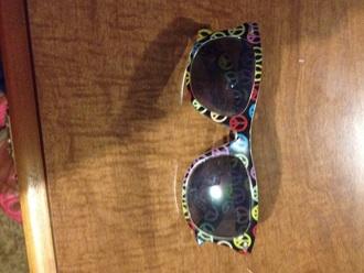 sunglasses peace sign
