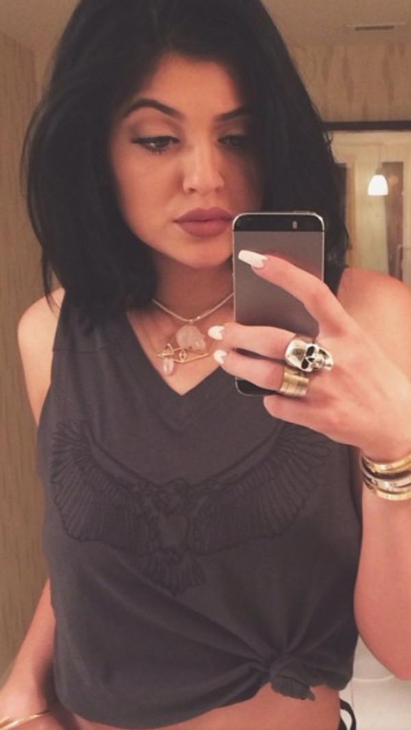 jewels kylie jenner kylie jenner skull ring pretty necklace nail polish bracelets skull pink necklace t-shirt
