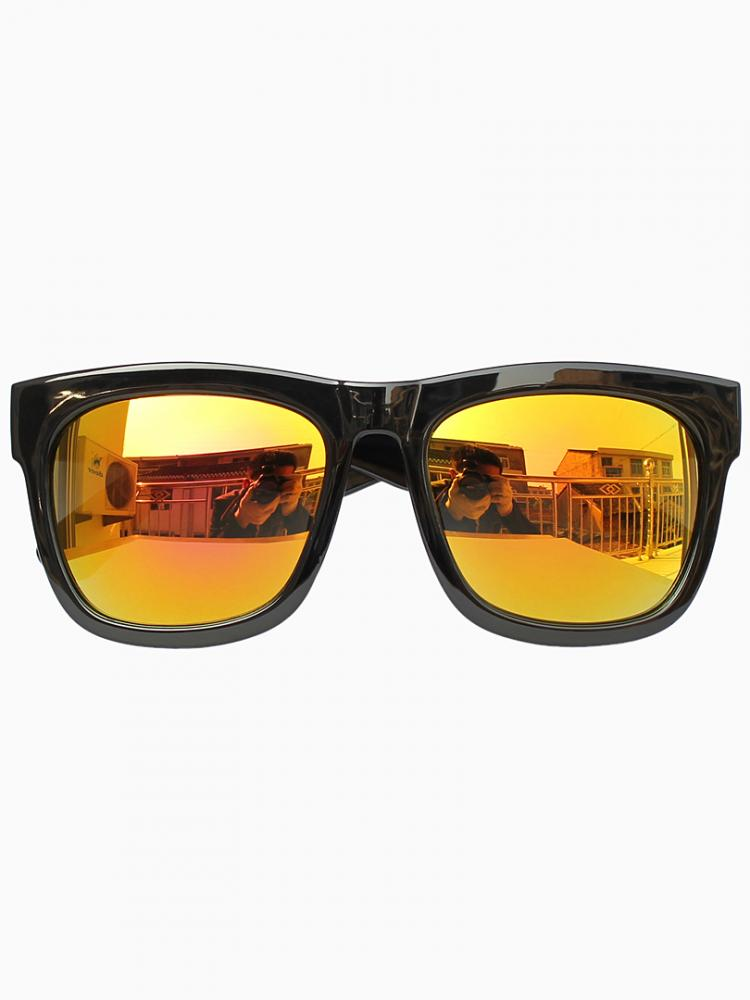 Wayfarer sunglasses with yellow mirror lens