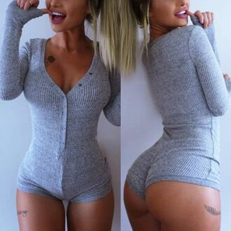 top sexy fashion style casual grey fall outfits warm cozy winter outfits long sleeves bodysuit sporty trendy cute feminine