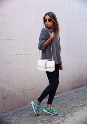 shoes,sneakers,grey sneakers,new balance,leggings,black leggings,sweater,grey sweater,knit,knitwear,bag,white bag,sunglasses