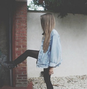 coat,denim jacket,oversized,denim wash,old school,tumblr,instagram,summer,clothes,oversized jean jacket denim,jacket,rock style,rock,blonde hair,grunge,vintage,jeans,boots,leggings,shoes,combat boots,black