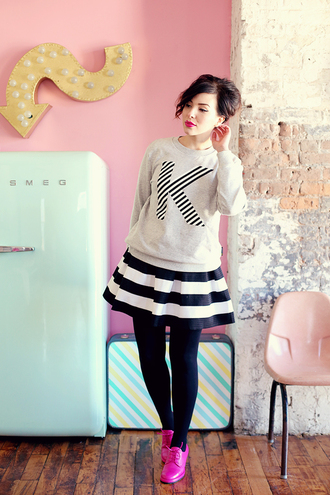 keiko lynn blogger sweater striped skirt kate spade skirt shoes make-up