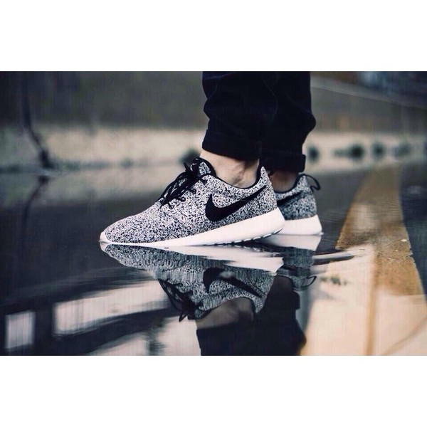 black and white print roshe runs