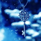jewels,jewelry,key,chain,snow,winter outfits,necklace