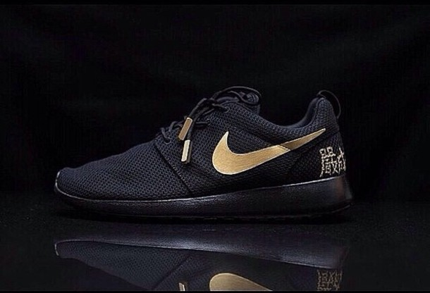 shoes black and gold nike roshe