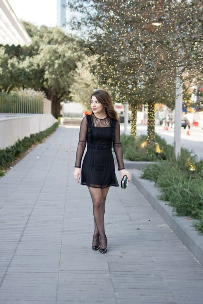 champagne&citylights blogger dress tights make-up bag black dress clutch pumps