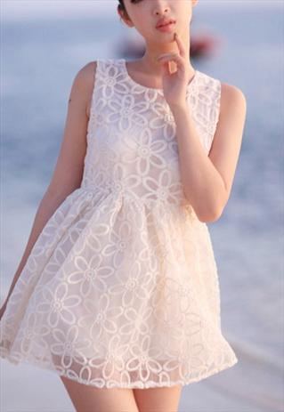 Big floral sleeveless lace dress
