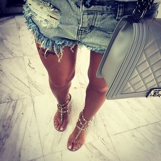 shoes studs nude shorts bag sandals beige beach summer fashion glamour spiked shoes flat sandals nude shoes nude flats tan strappy girl pretty hot chanel valentino one teaspoon washed blue shorts blue shorts ripped shorts light blue gold