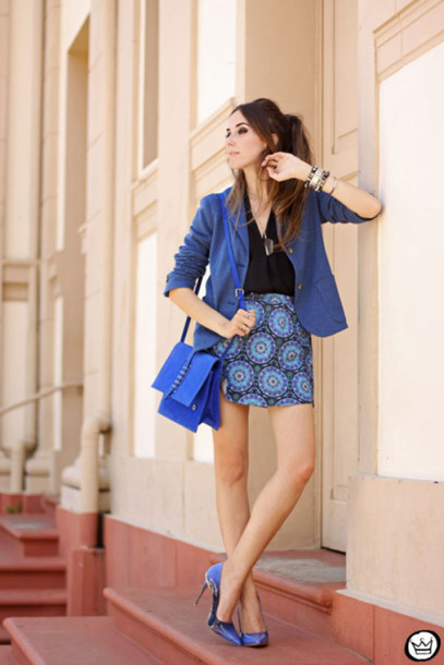 fashion coolture blogger pointed toe blue heels blue shoes pattern blue jacket blazer mini skirt blue bag